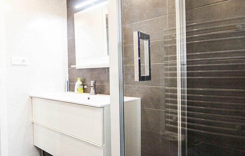 Rénovation salle de bain douche lavabo